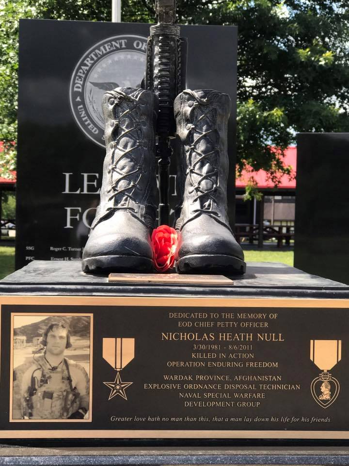 A picture of the plaque displayed on the Nick Null Memorial.