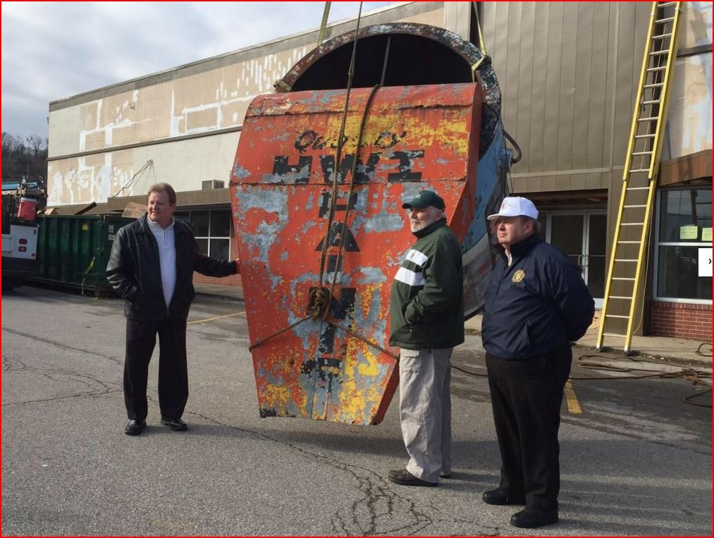 The paint can descends during the 2015 removal ceremony. At left is South Charleston Mayor Frank Mullens. To the paint can's right is Don Evans, last owner of Evans Lumber.