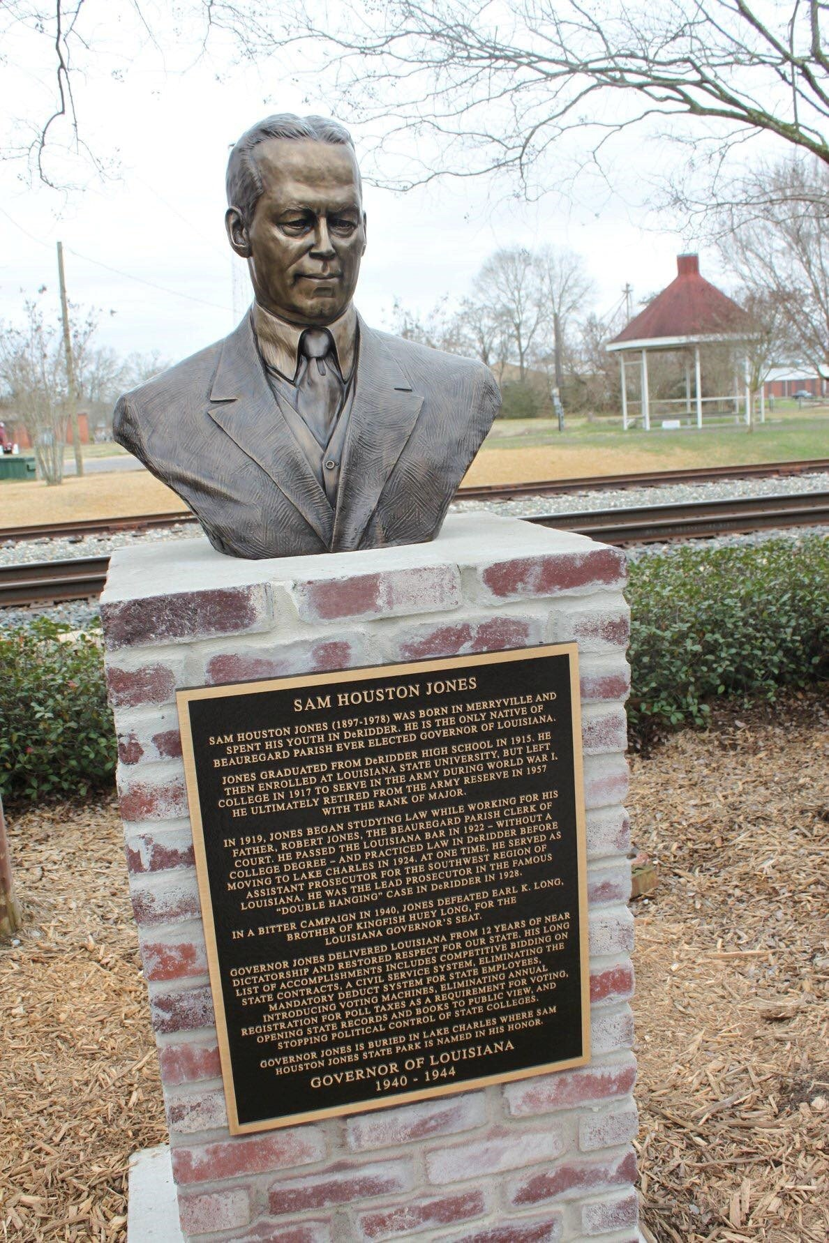 A bust of former Louisiana governor Sam Houston Jones is located in the Beauregard Museum's courtyard. Jones was a Beauregard Parish native.