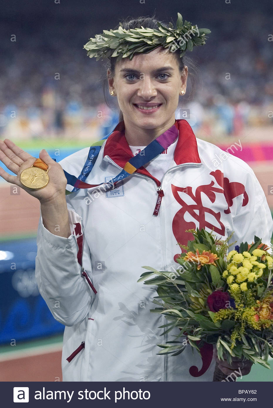 Yelena Isinbayeva with her gold medal