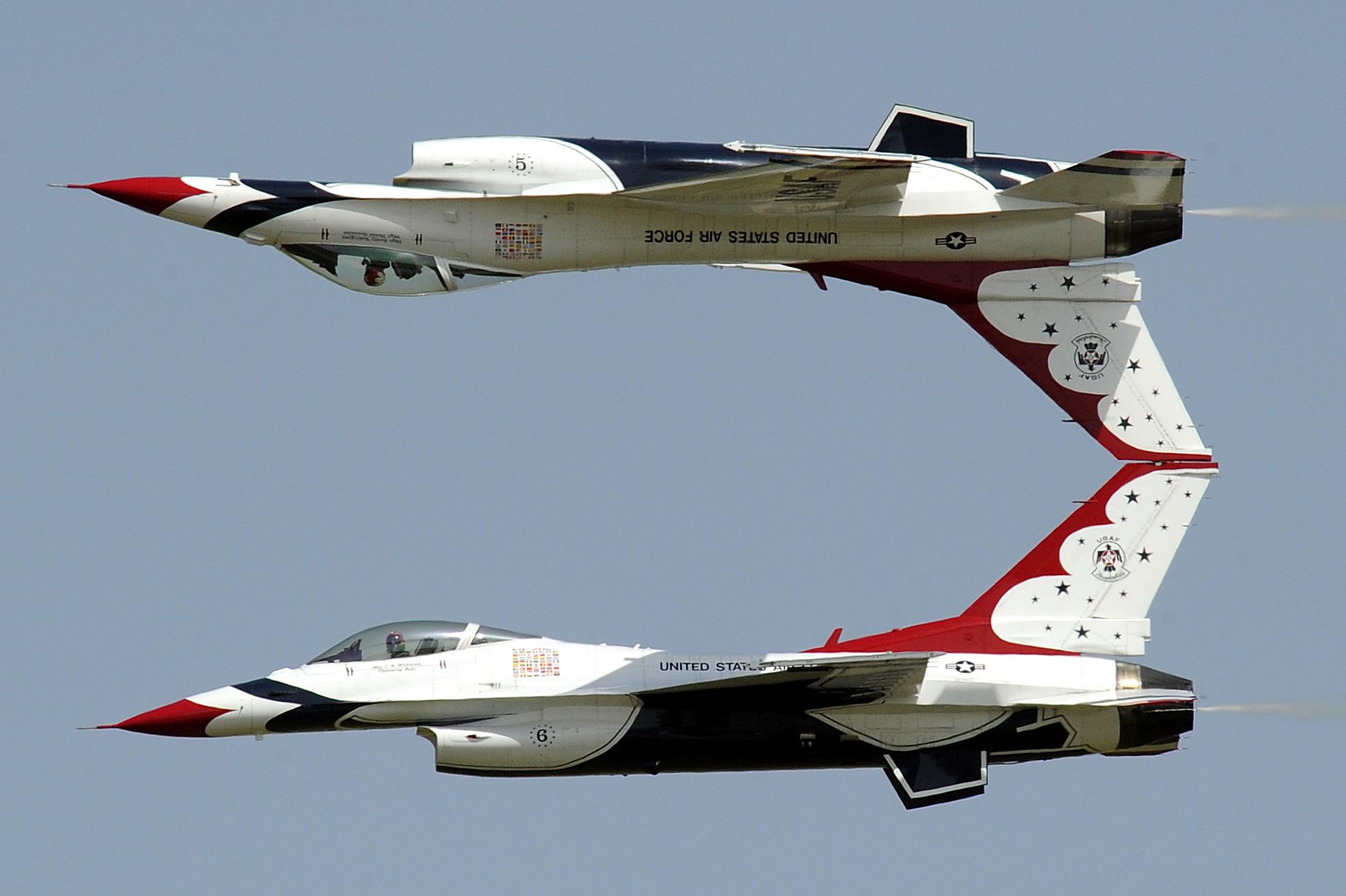 "The USAF Thunderbirds performing a ""Calypso"" pass. Photo courtesy of US Thunderbirds official website."