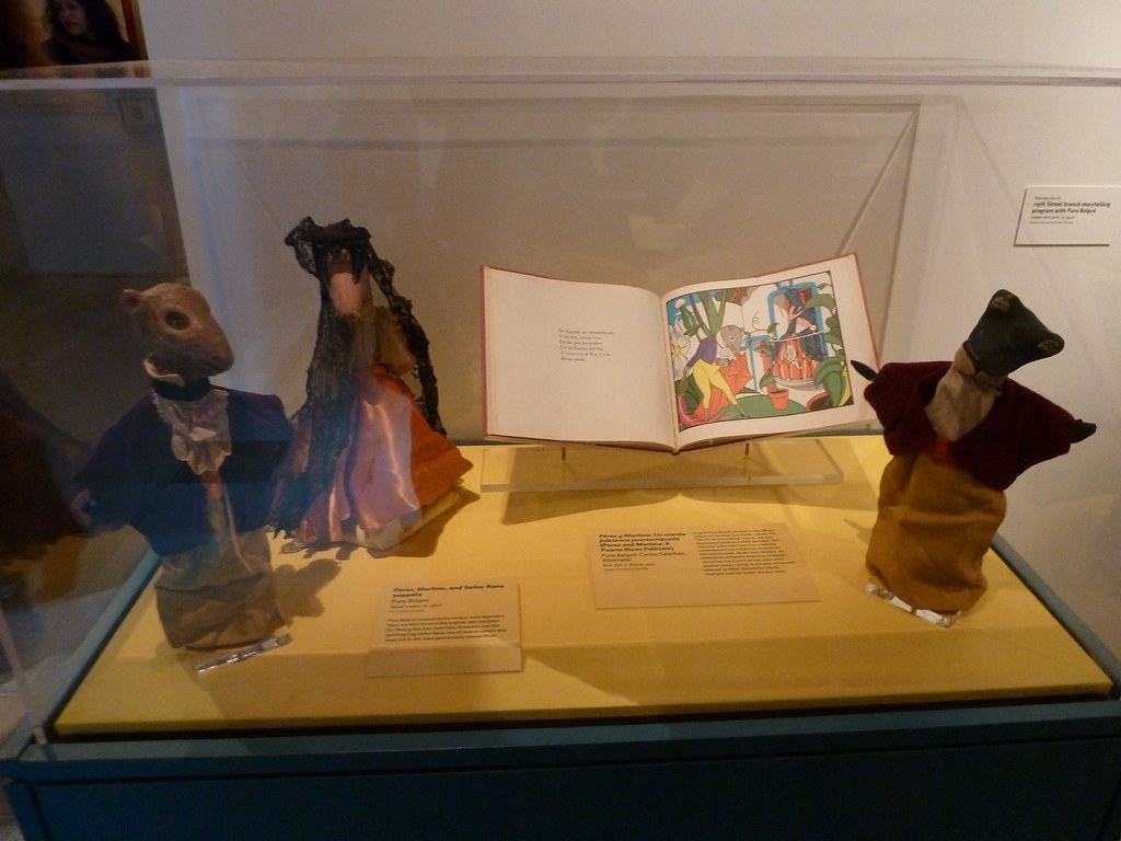 "Museum display of ""Pérez and Martina"" with accompanying puppets"
