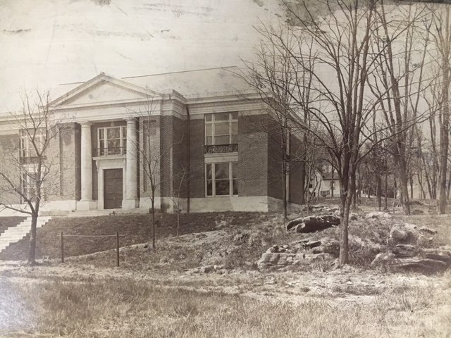 Carnegie Vincent Library as it appeared when first constructed.