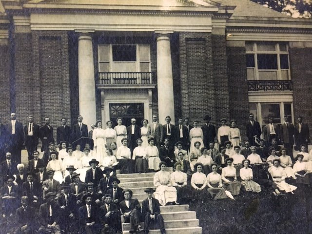 LMU students posed in front of the Carnegie Vincent Library when it was first constructed.