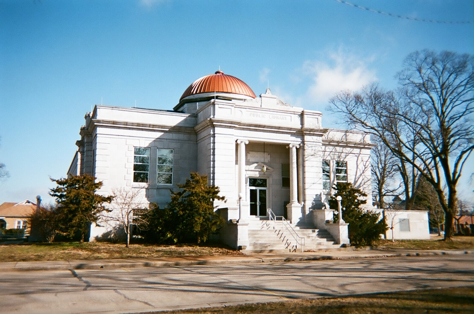 Another view of the 1905 Carthage Public Library.