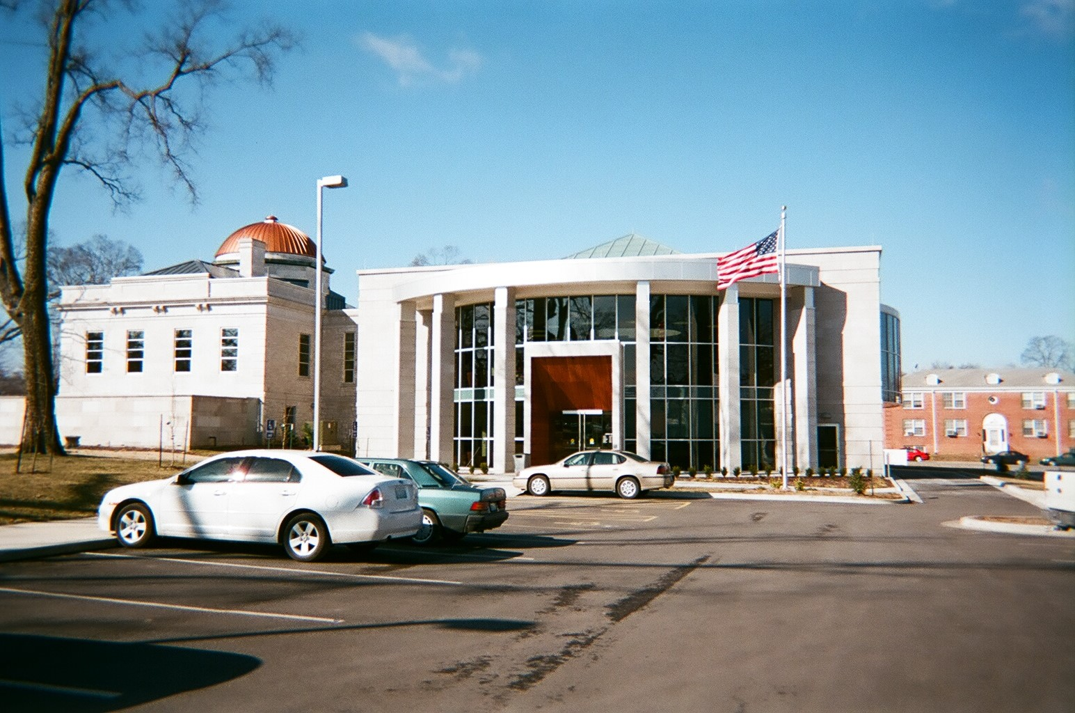 2007 Expansion of the Carthage Public Library and the building's new main entrance.