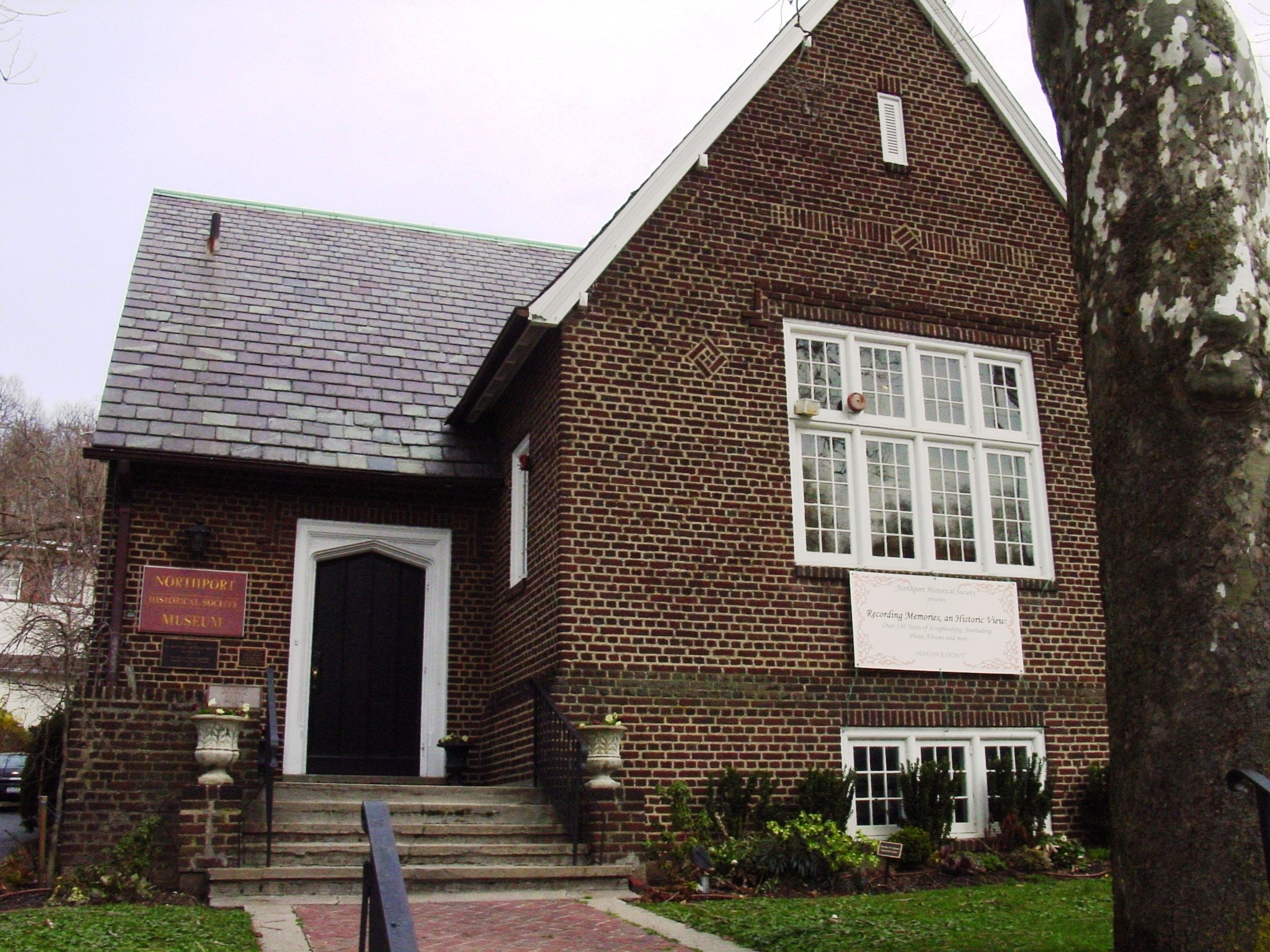 The museum is located in the former Northport Public Library, which was completed in 1914.