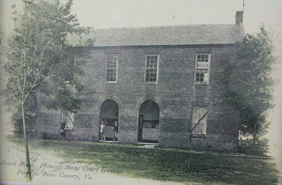 The Princess Anne County Courthouse as it appeared from 1822 to circa 1906. The front façade of the courthouse was distinguished by an open arcade in the two central bays of the first story.