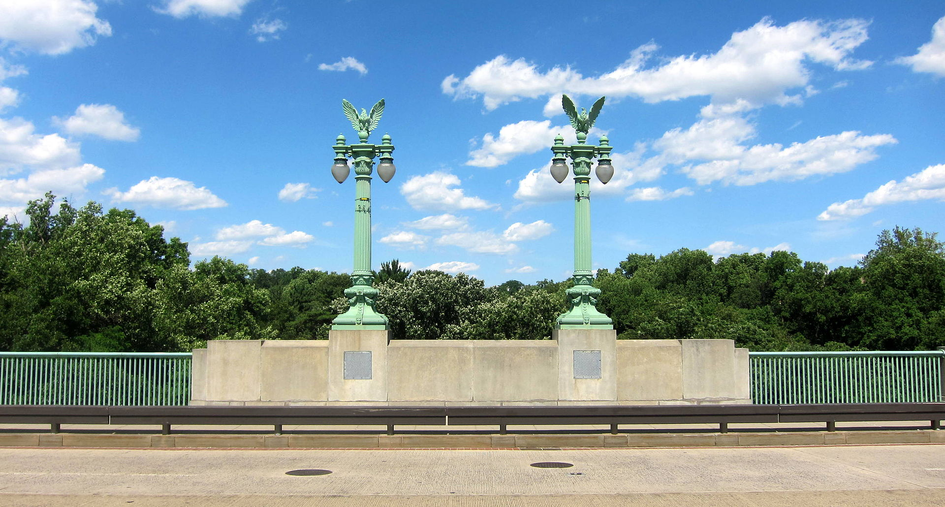 The decorative lampposts designed by Ernest C. Bairstow give the Taft Bridge a patriotic flair. Photo by AgnosticPreachersKid, Wikimedia.