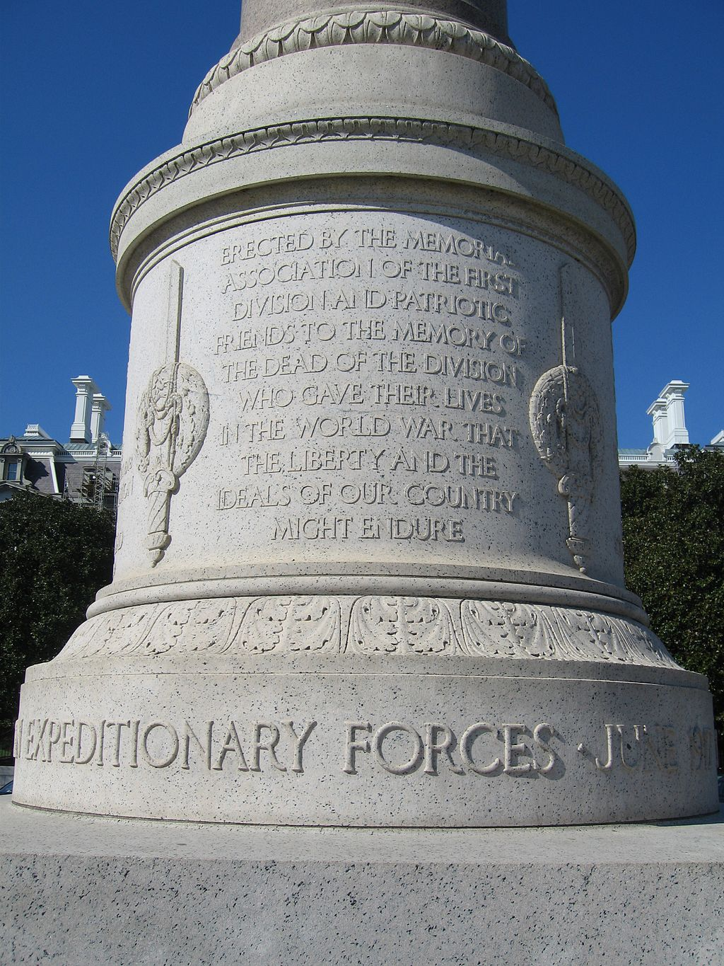 "The inscription commemorates the fallen who gave their lives so ""that the liberty and the ideals of our country might endure."" Photo by Leonard J. DeFrancisci, Wikimedia."