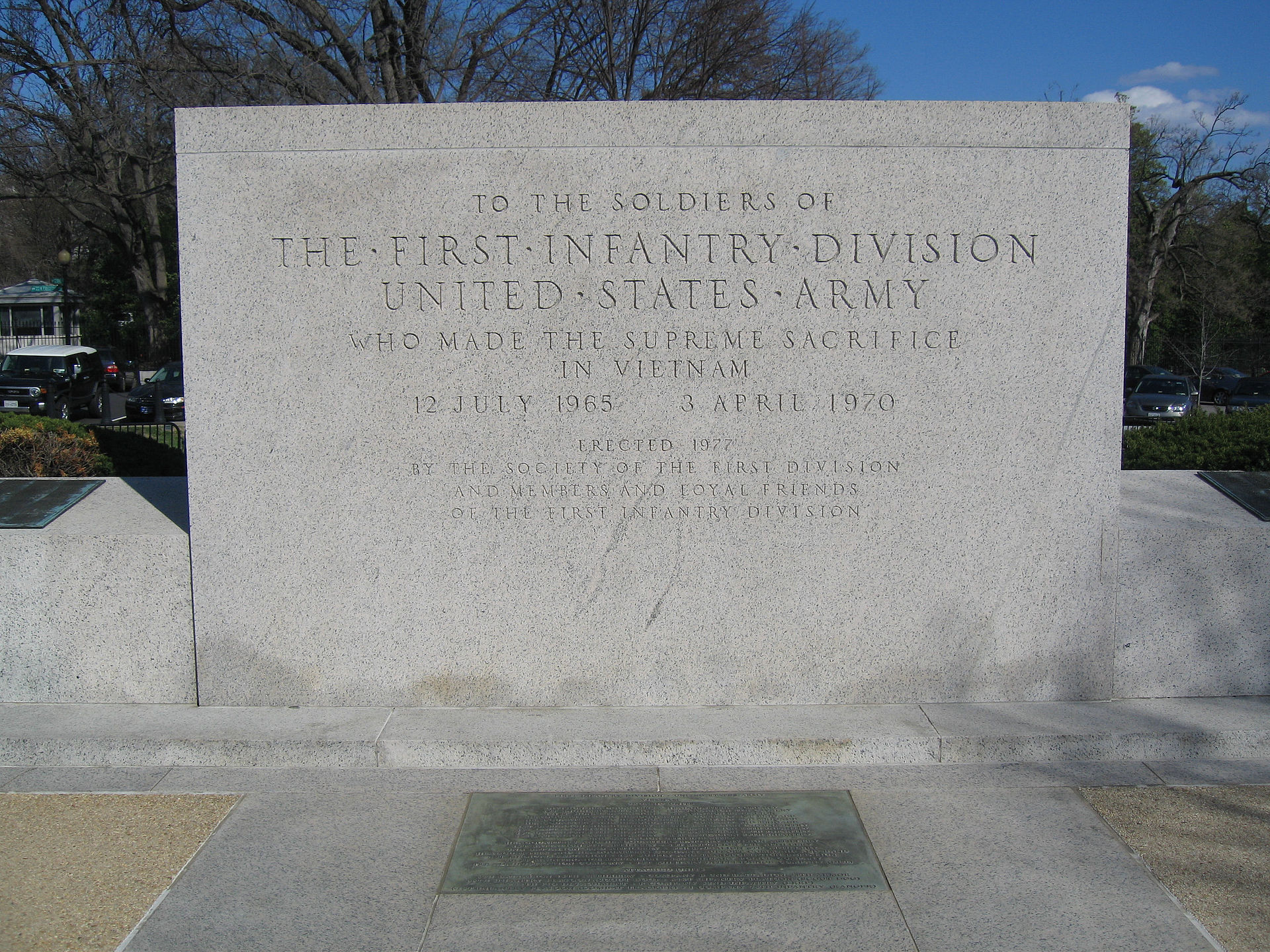The east end of the First Division monument honoring First Division members who died in Vietnam. Photo by Leonard J. DeFrancisci, Wikimedia.