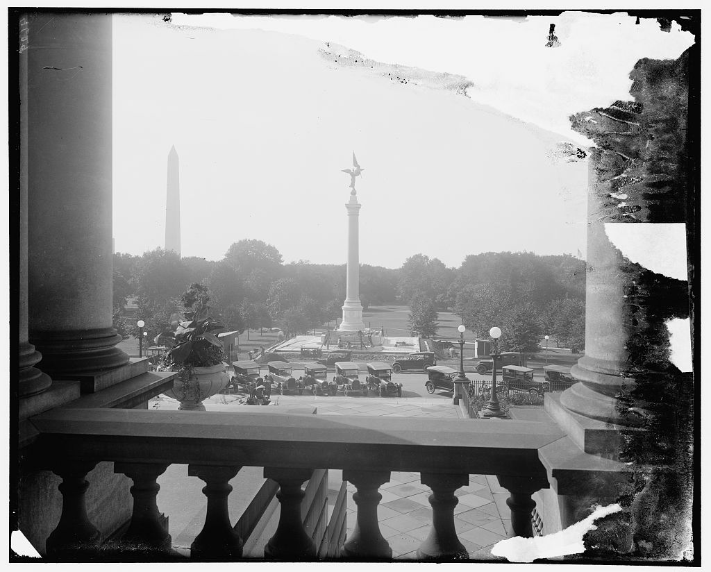 Photograph of the First Division Monument taken from what is now the Eisenhower Executive Office Building. Photo by Harris and Ewing, Library of Congress.
