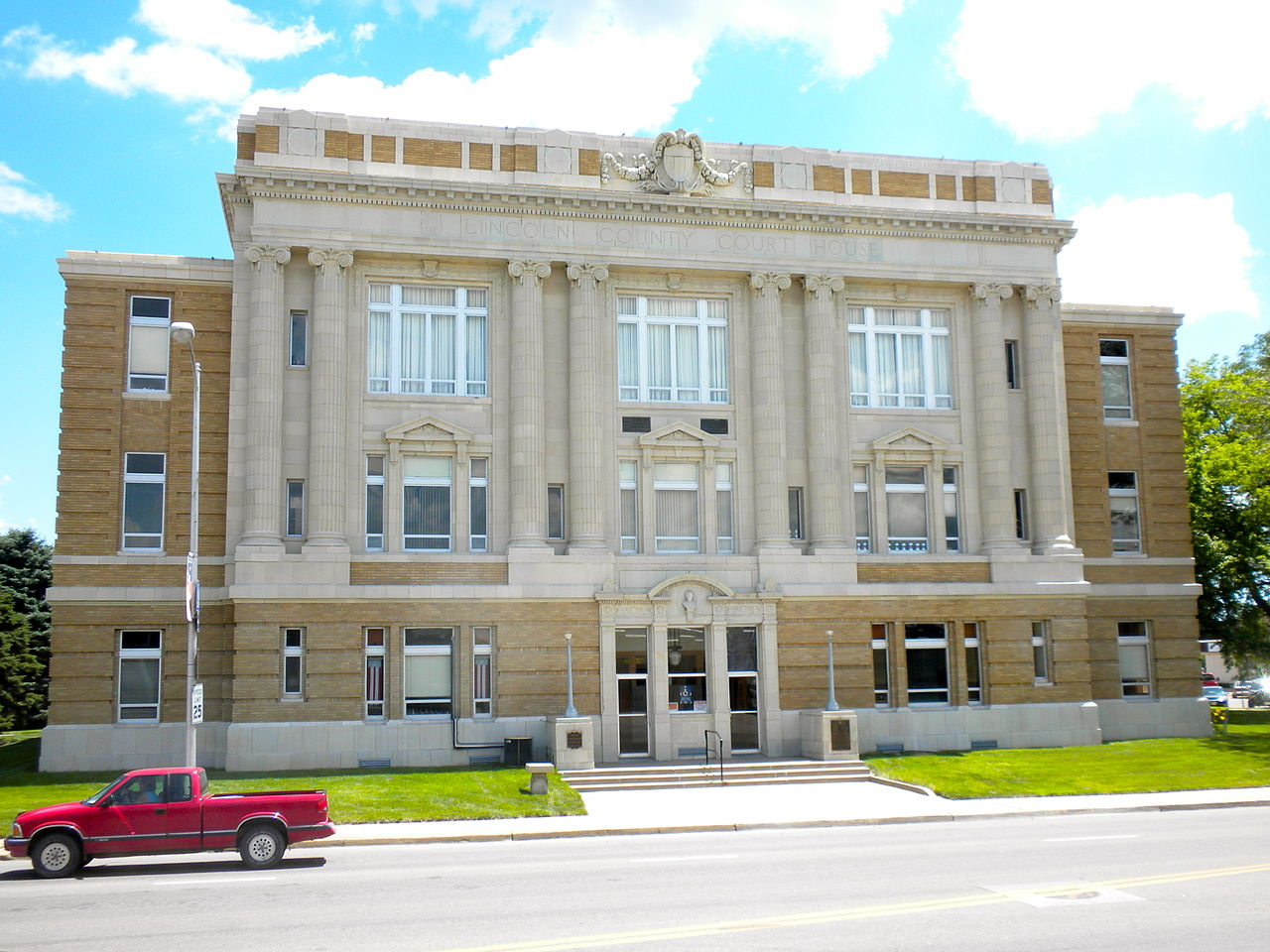 The Lincoln County Courthouse was built in 1924