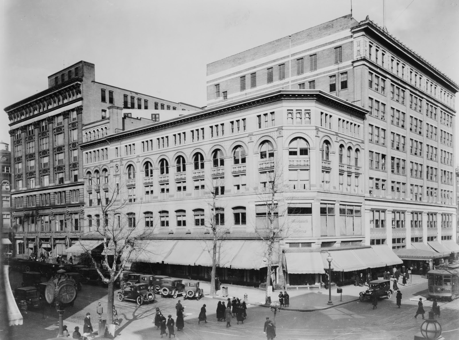 The Woodward & Lothrop department store in the early twentieth century, its original Carlisle Building at front. Photo courtesy of the Library of Congress.