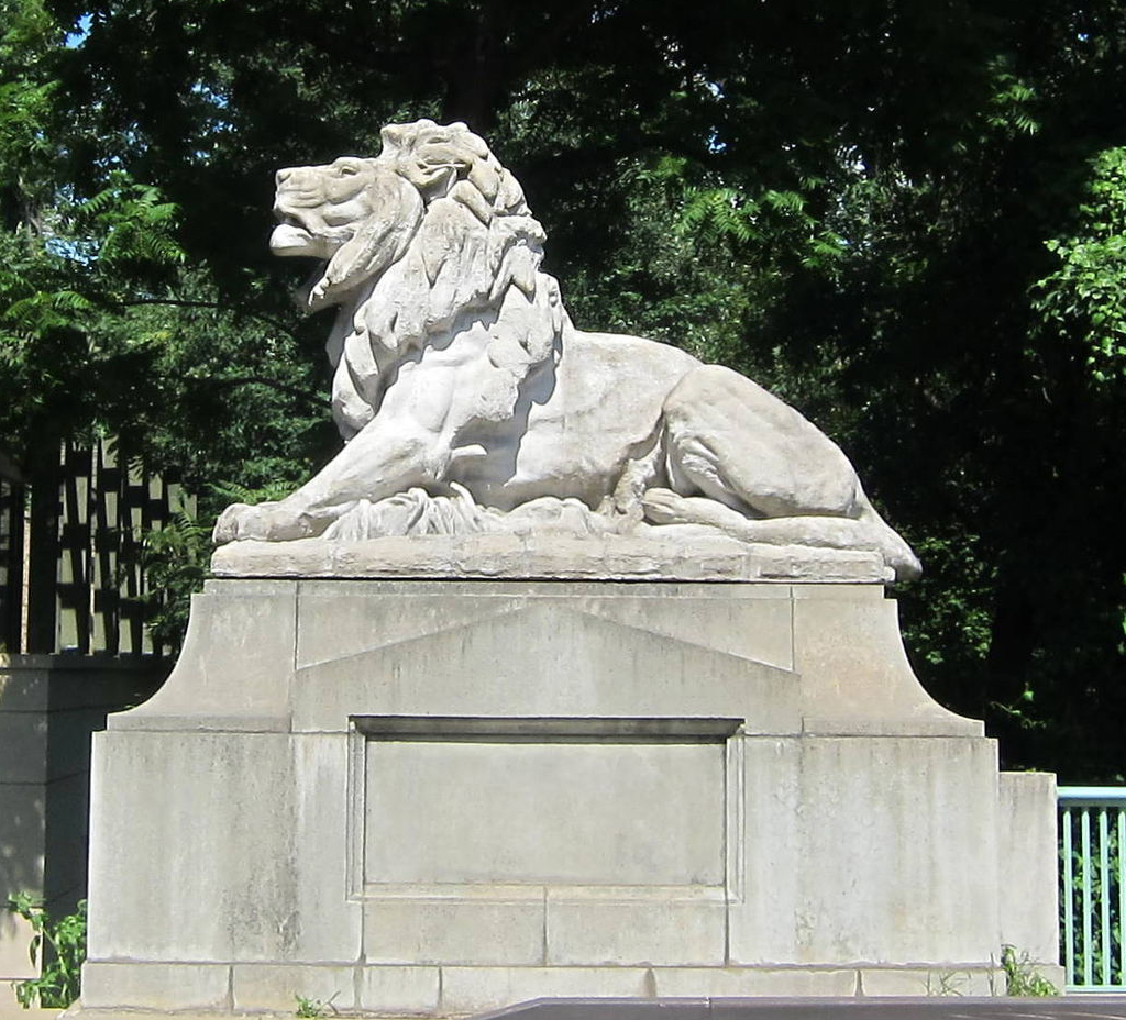 The righthand Perry Lion is roaring. Each lion is twelve feet in length. Wikimedia Commons.