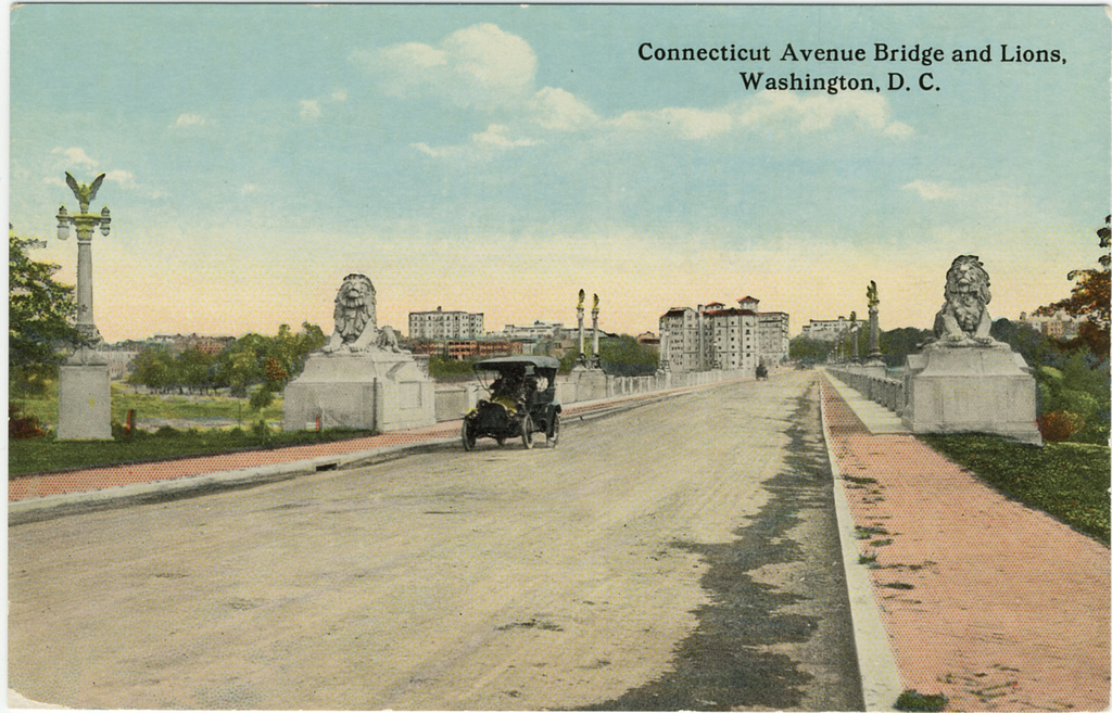 An early postcard depicting the Taft Bridge, with the original Perry Lions flanking either side. Image courtesy of Streets of Washington blog.