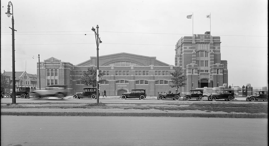 This is the Commonwealth Armory, built in 1914-15 at the intersection of Harry Agganis Way and Commonwealth Avenue in Boston, Massachusetts.