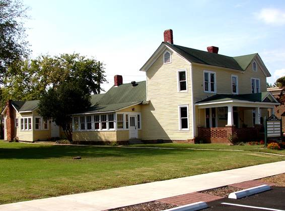 16 Main Street - Clay House