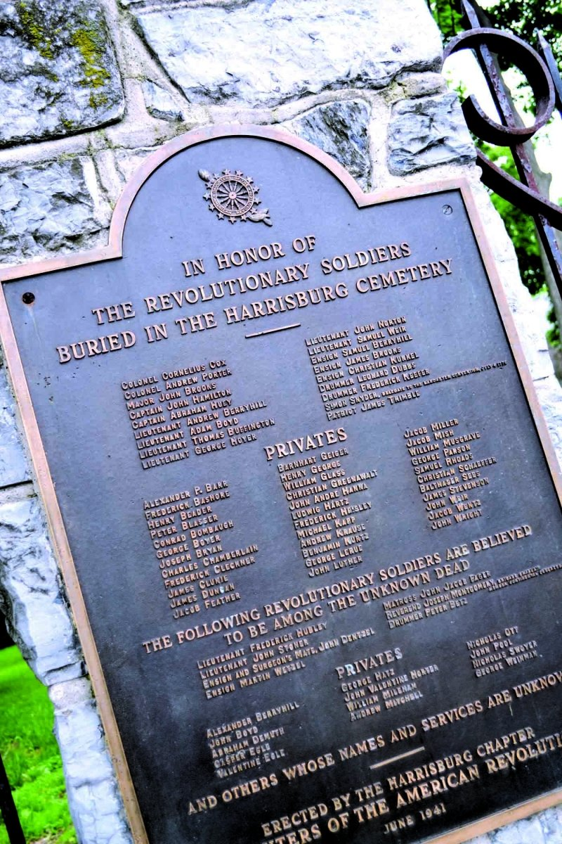 A plaque that commemorates the veterans of the Revolutionary War buried at the Harrisburg Cemetery.