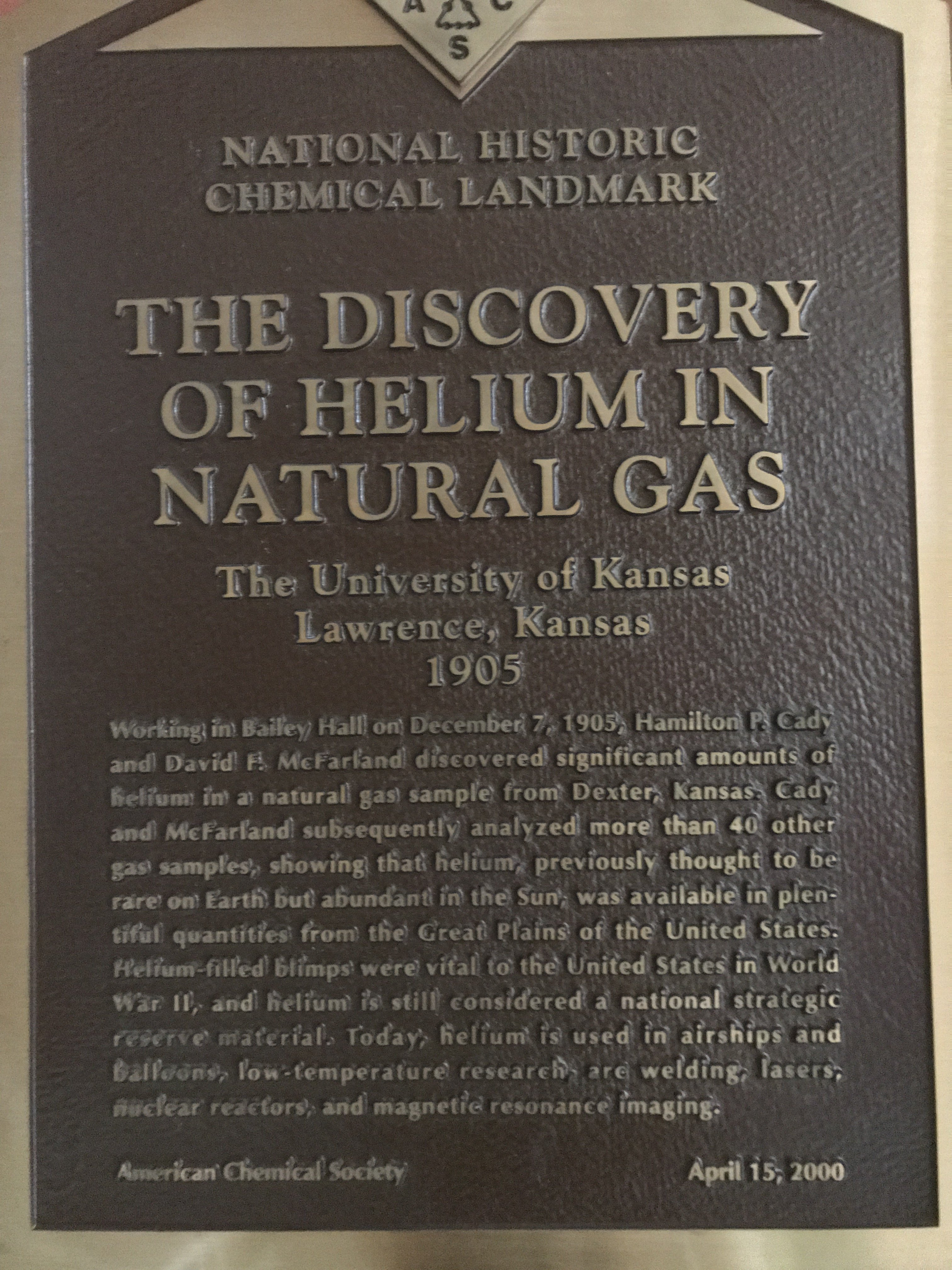 A plaque celebrating the discovery of helium in natural gas from the American Chemical Society.