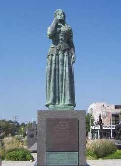 Full statue at Virginia Beach
