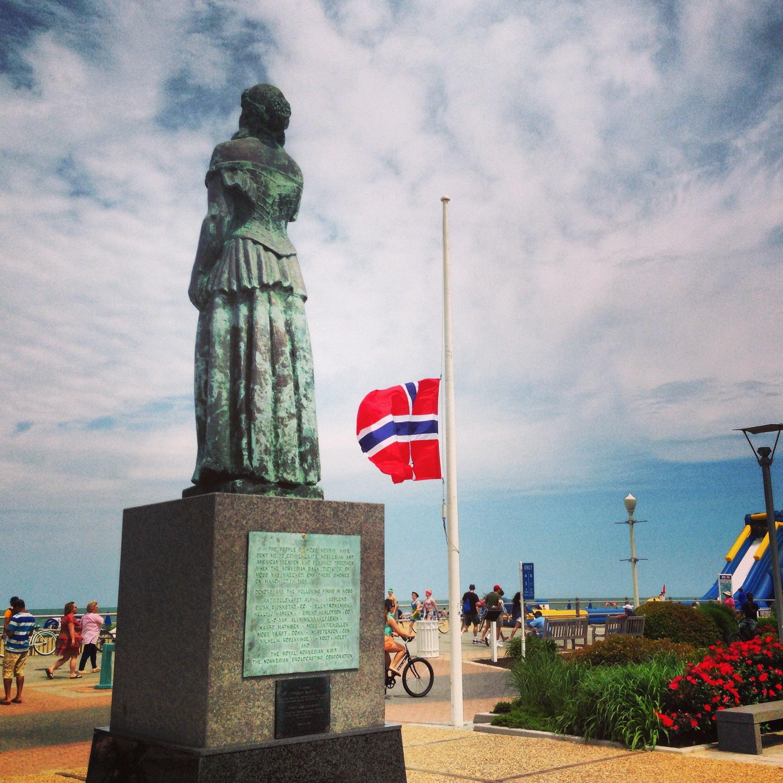 Norwegian Lady Statue with Norwegian flag as seen at Virginia Beach