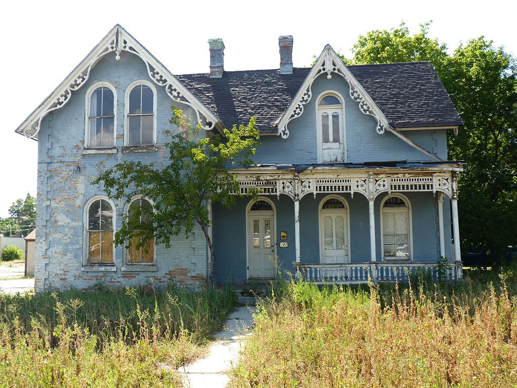The home prior to the restoration efforts by Habitat for Humanity