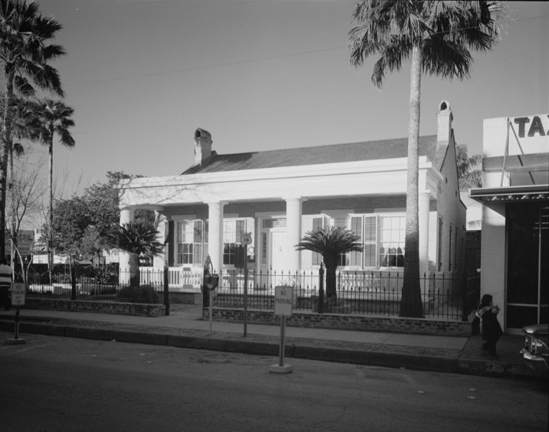 View of Stillman House from the southeast in 1979 by Bill Engdahl (HABS TX-3285)