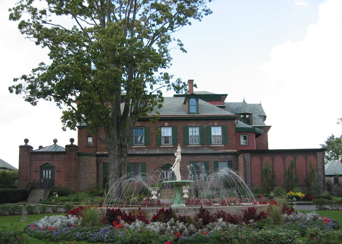 The Grubb Mansion was constructed from 1800-1805 and expanded and remodeled in 1895.