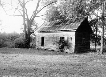 This is slave house behind the plantation house