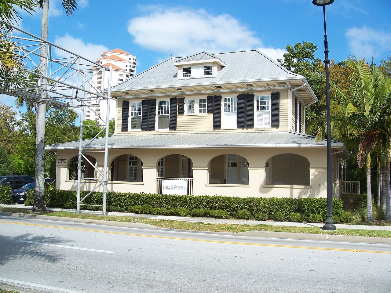 The William H. Towles House was built in 1885 by one of the city's leading historical figures of the late 18th and early 20th centuries.