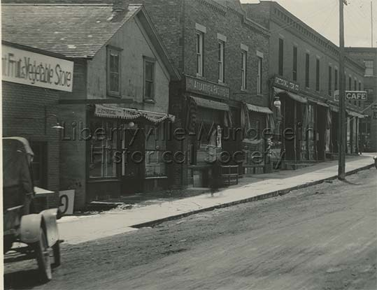 Milwaukee Avenue Looking North from Lake Street, 1923