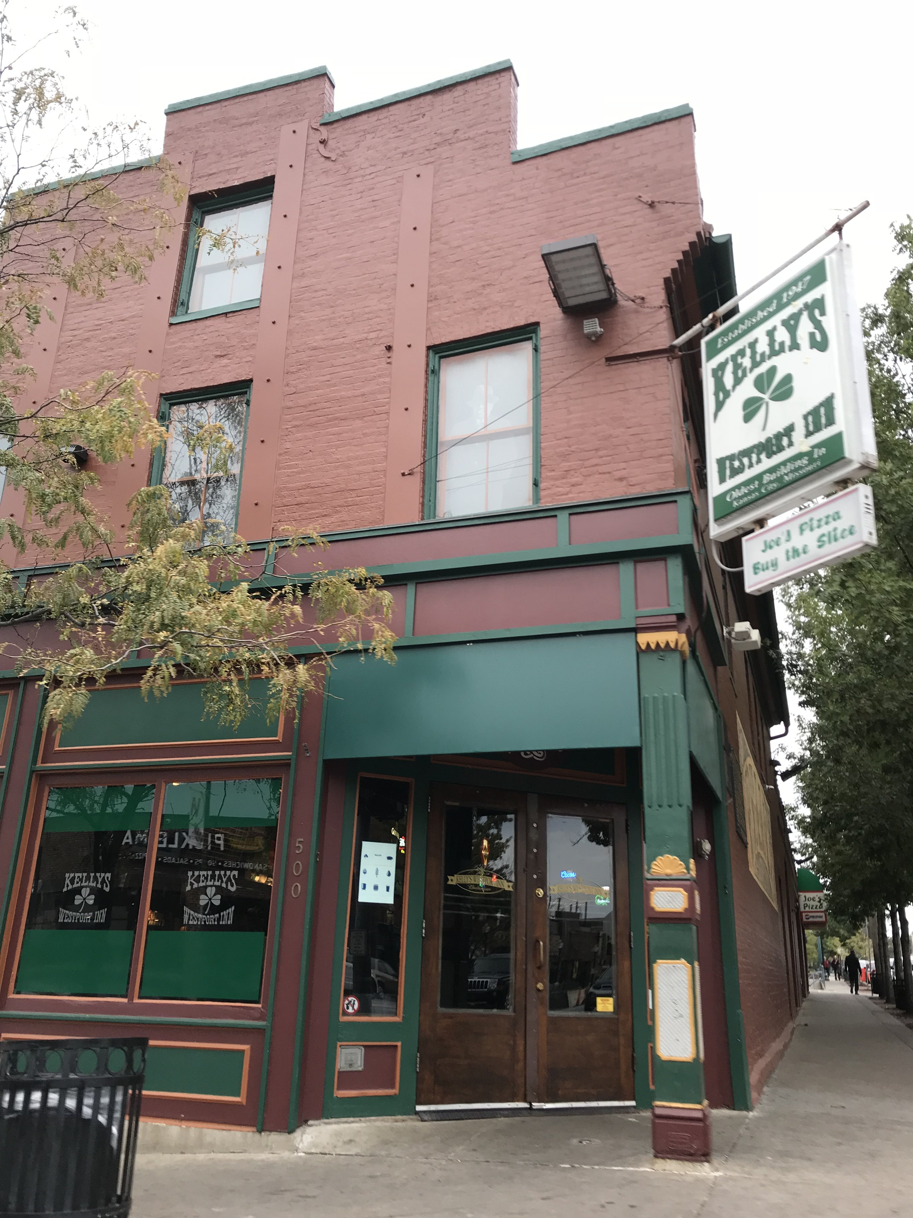Home to the iconic Kansas City establishment Kelly's Westport Inn, this historic building is connected to the earliest days of the city and located near the National Trails System.