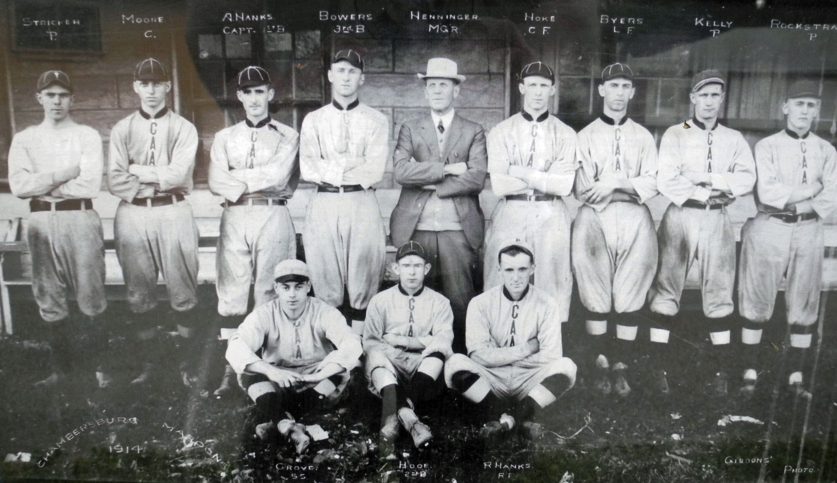 Chambersburg Maroons in 1915, with Clay Henninger in center
