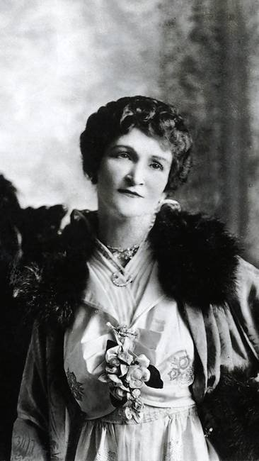 Minna Everleigh was the more vivacious and outgoing of the sisters, often acting as the main hostess of their club.