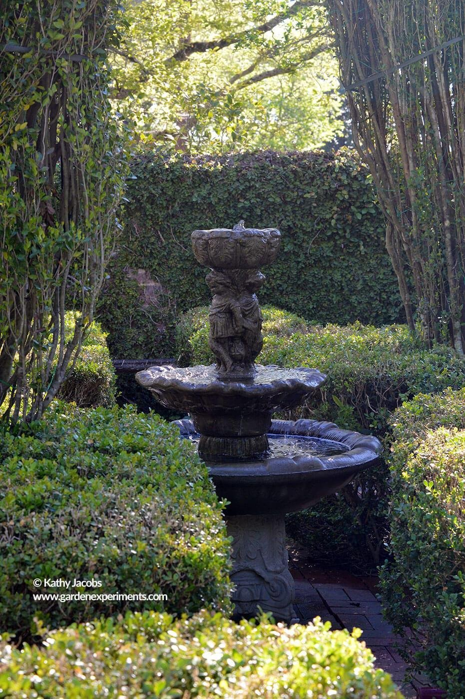 The fountain inside the boxwood maze on the grounds