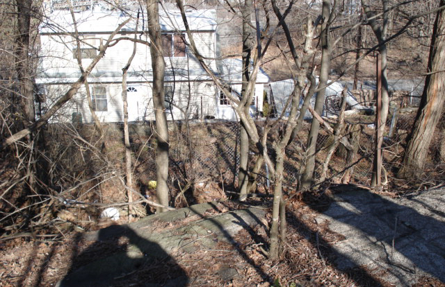 Here you can see Proctor's Ledge with a neighboring house. The infamous location is discrete because of a line of houses right beside it.  Source: http://beingbutmen.blogspot.com/2016/02/at-last-at-last-for-175-years.html