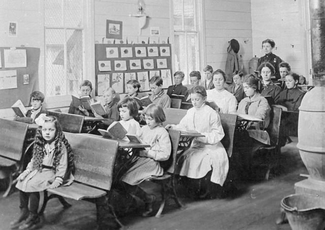 Children in a one-room school, Marion County, about 1900