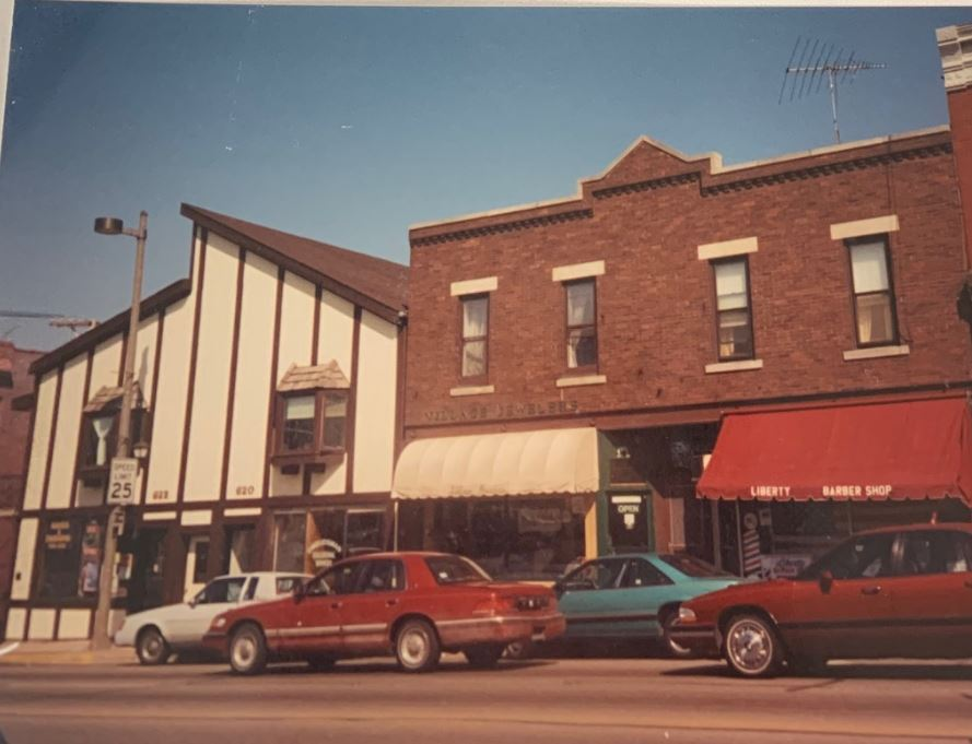 620-622 N. Milwaukee Avenue, 1994