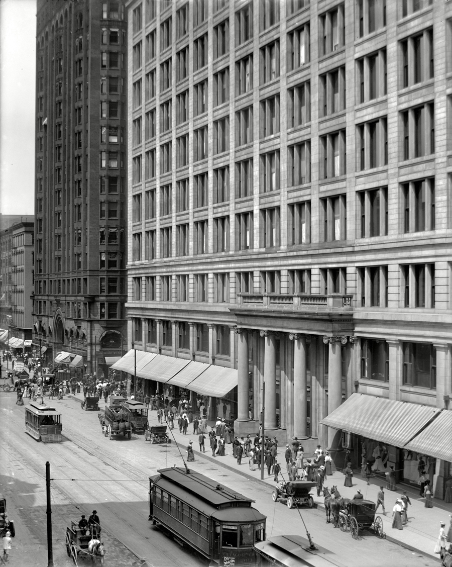 Marshall Field main entrance in 1908, just after expanding to take up the entire city block