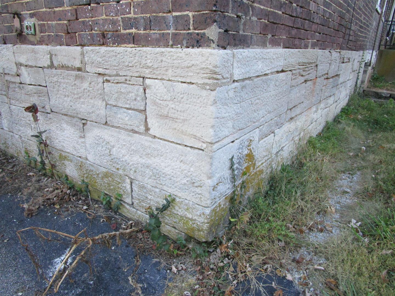Cut Limestone - Random Ashlar Foundation Detail