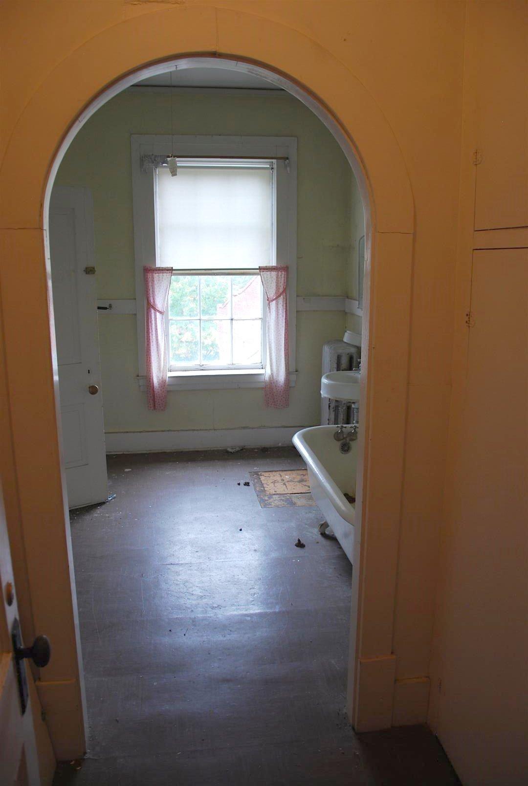 Arched Interior Doorway (Second Floor)