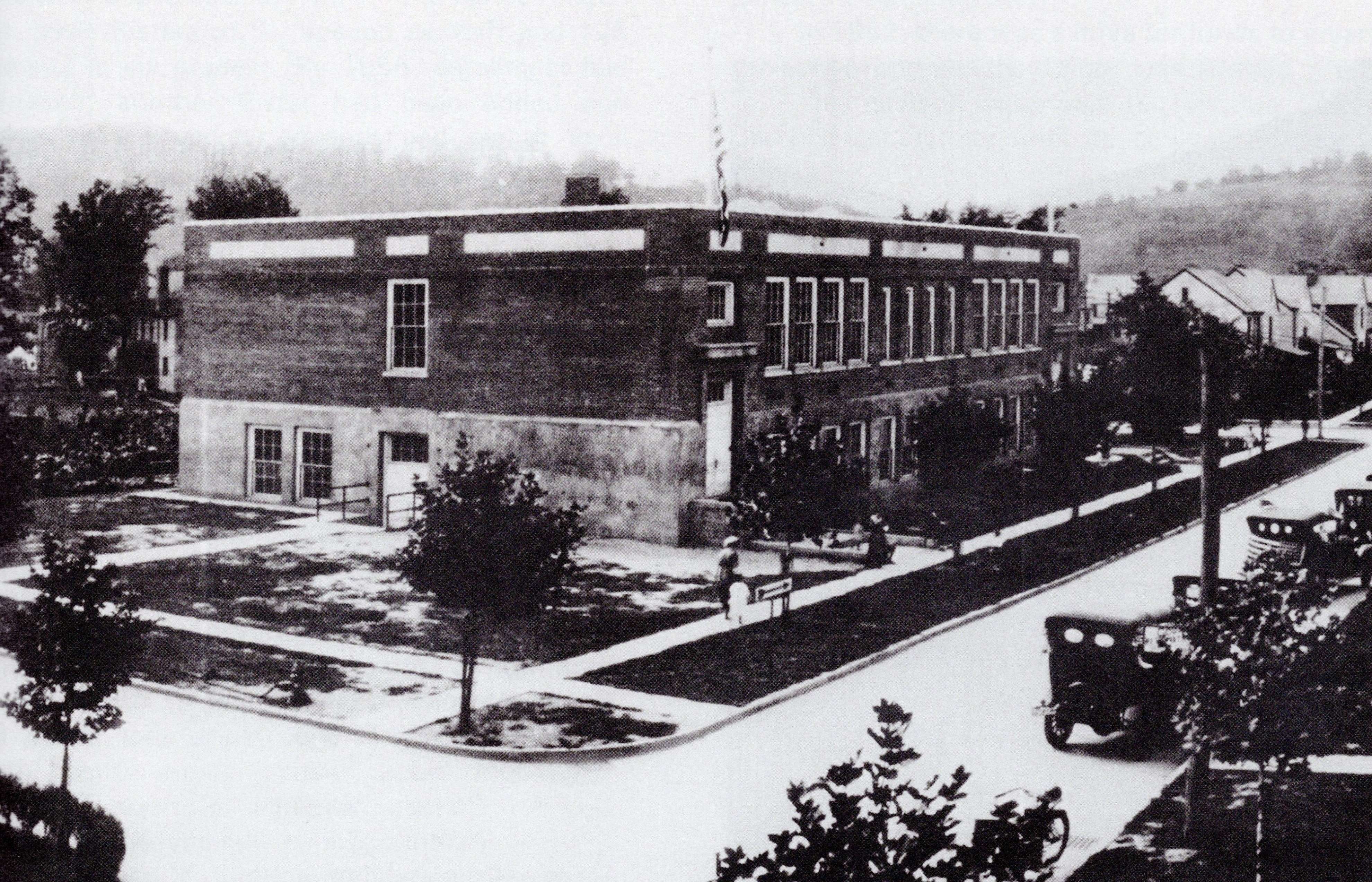 Armor Park School in the 1920s. The school was administered by the U.S. Navy for over twenty years, until after World War 2.