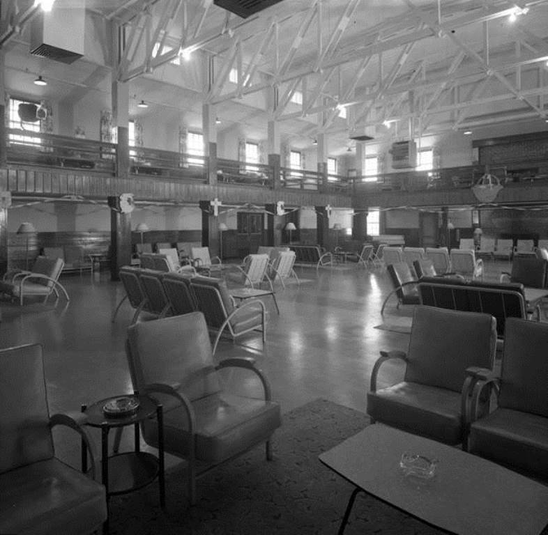 Inside Mountain View Black Officers Club in 1942 before the troops come in.
