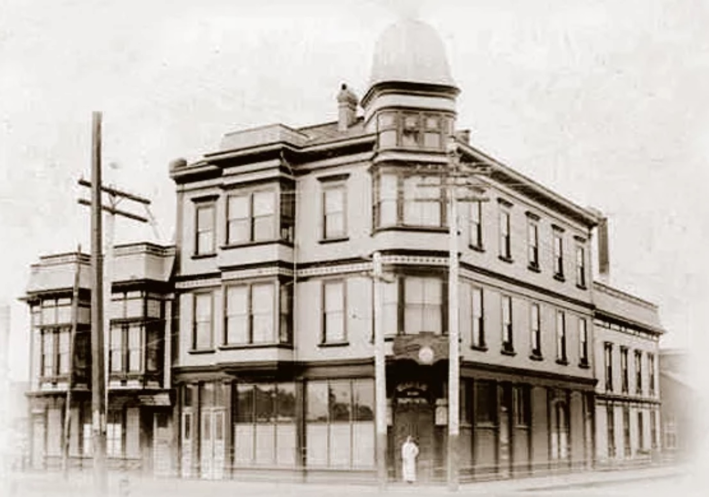 Joseph Massei and Domenico Caturegli purchased the property in 1907 and opened the Buon Gusto Hotel & Restaurant. This photograph shows the property before the top floor was added.