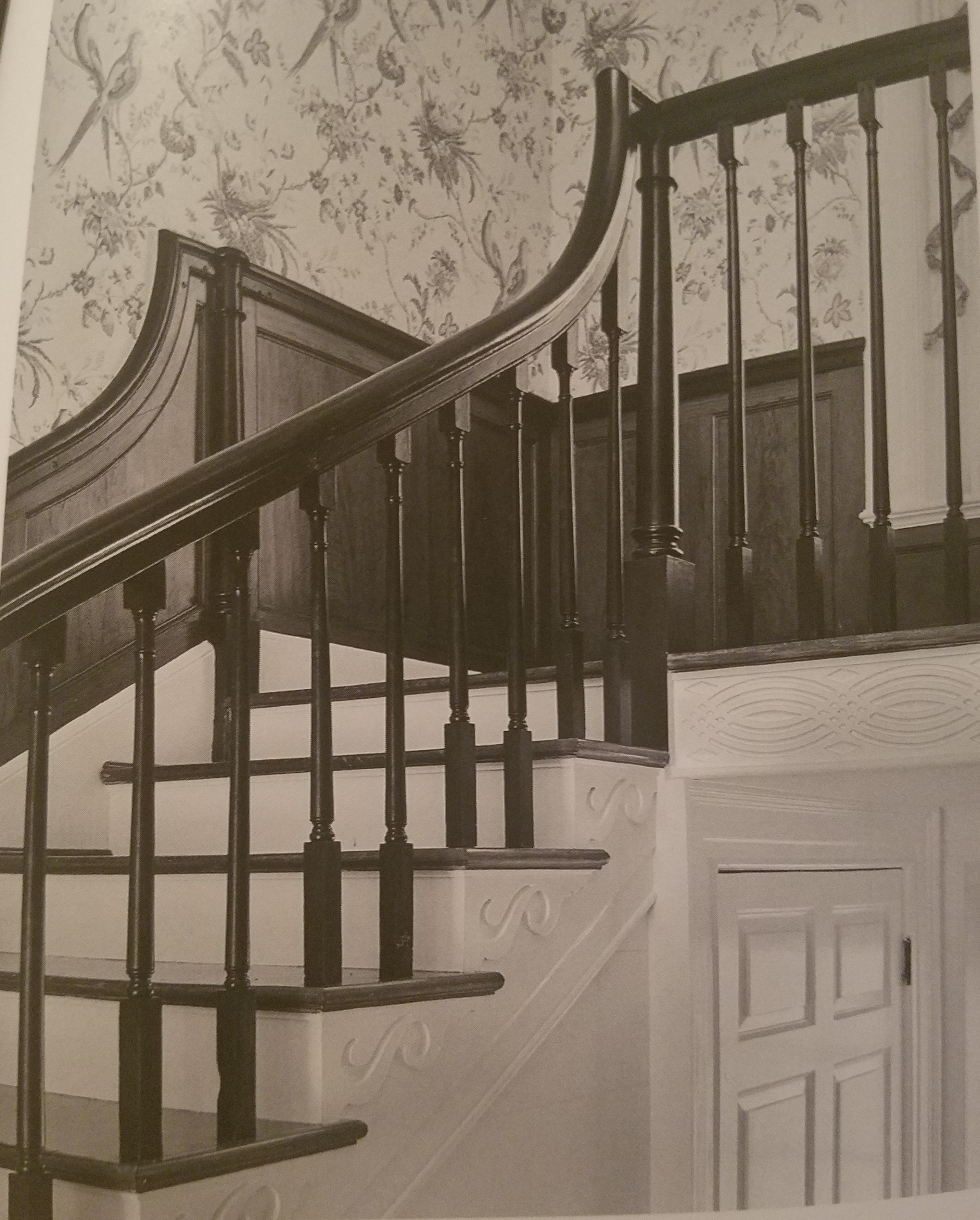 The intiquetly carved wood straircase with engraved newels and shadow baluster.