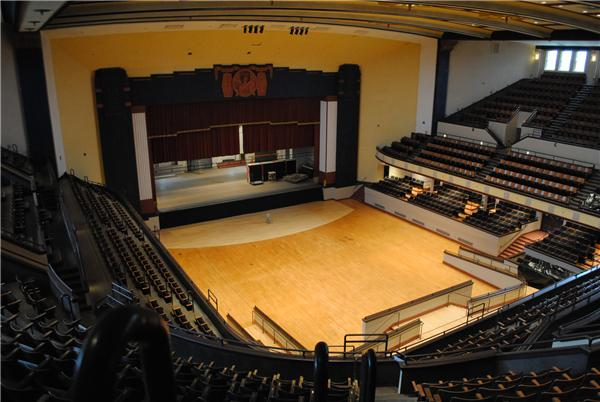 The auditorium features over 3,000 seats.