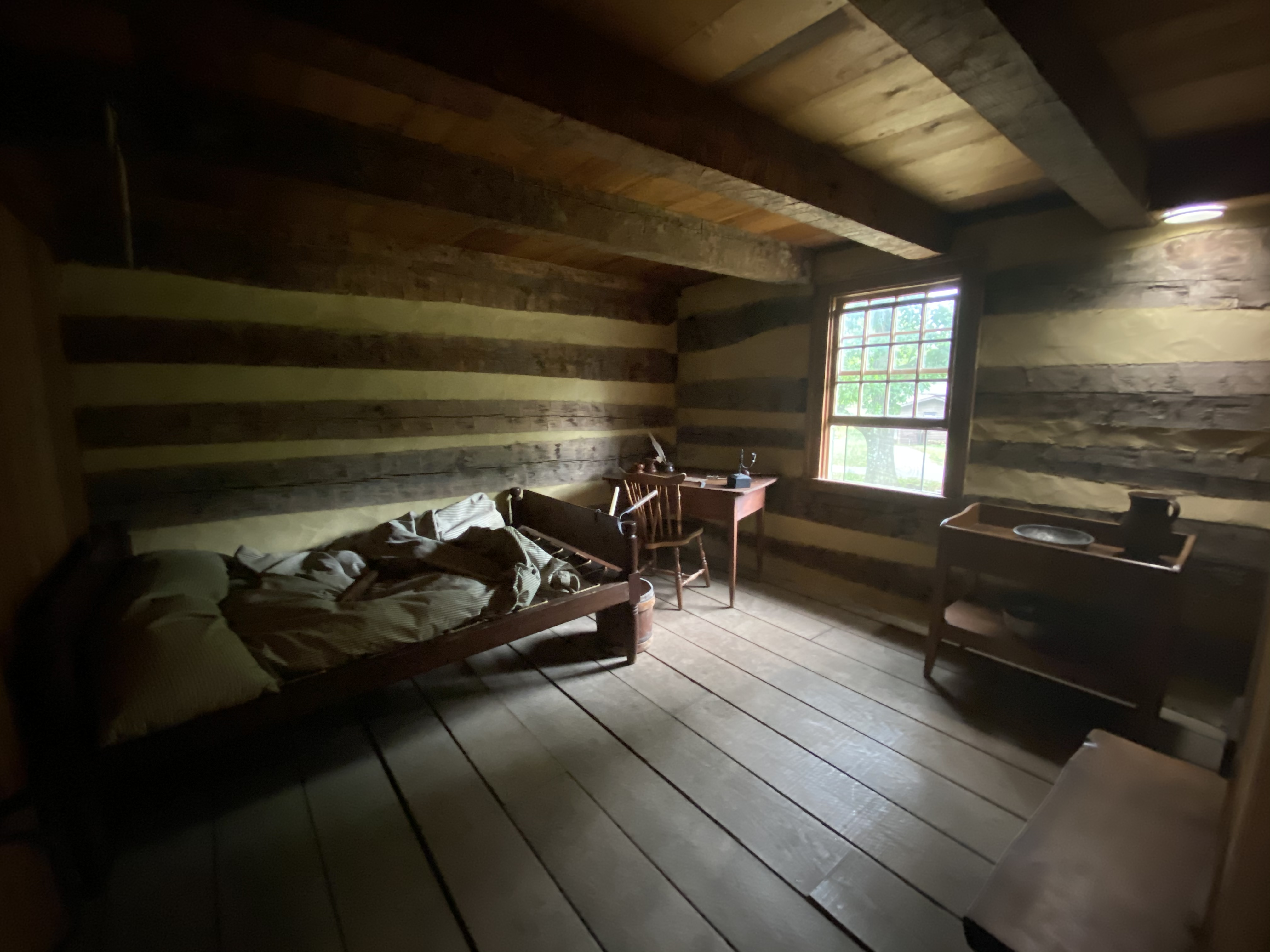 The guest bedroom of Hanna's Tavern