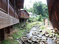 El Rancho Original restaurant has an accessible stream with available huts to sit and eat.
