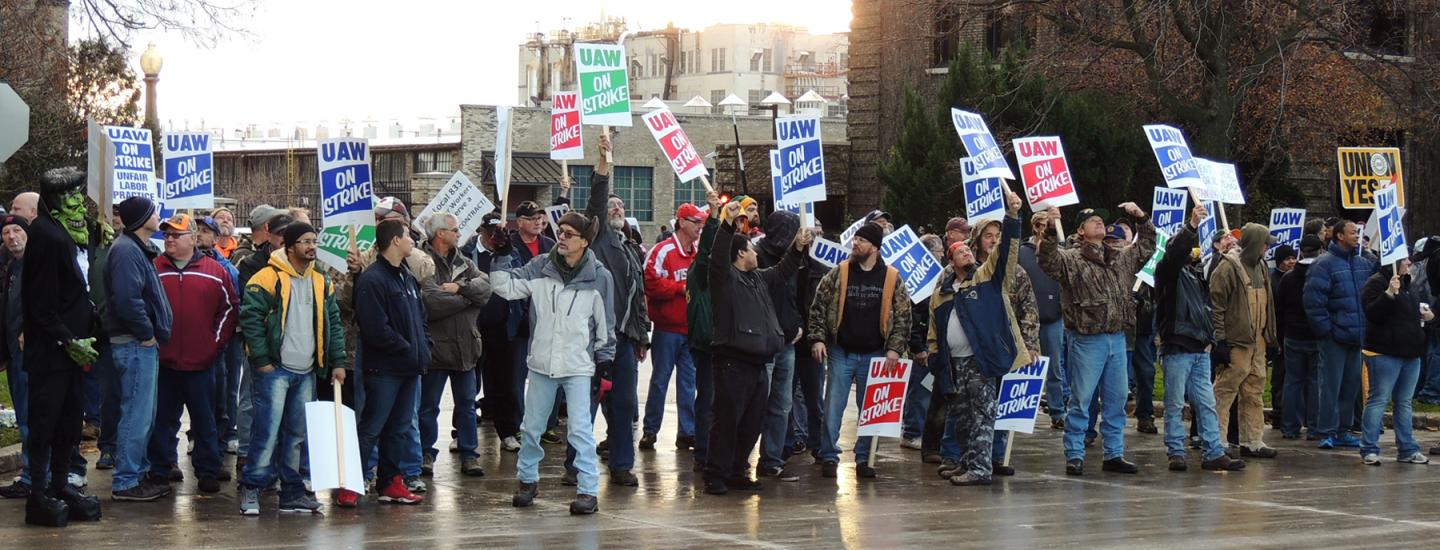 Workers walk the picket line during the 2015 strike
